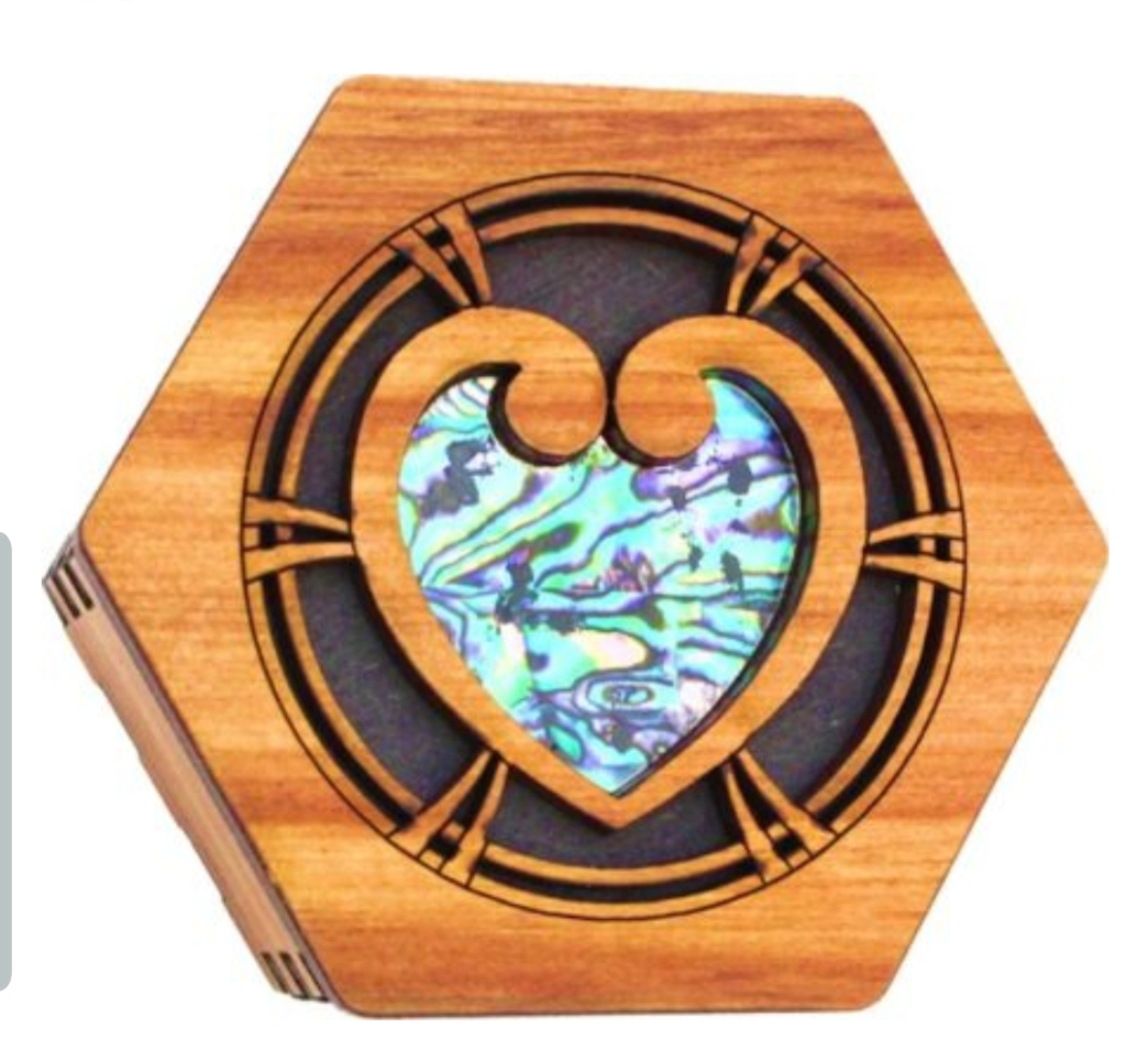Rimu Box Paua Heart